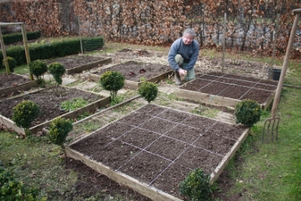 potager en carr mars 2009 quoi de neuf au potager. Black Bedroom Furniture Sets. Home Design Ideas