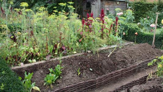 amnager une butte comment amnager son jardin en pente jardin en pente image top amnagement du. Black Bedroom Furniture Sets. Home Design Ideas